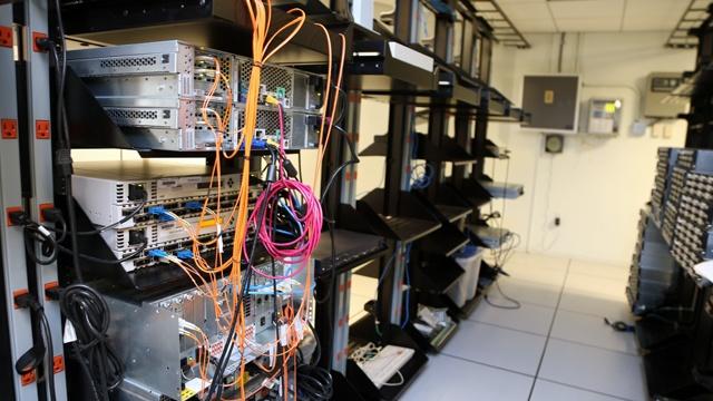 Hacking server room_3153303856492265-159532