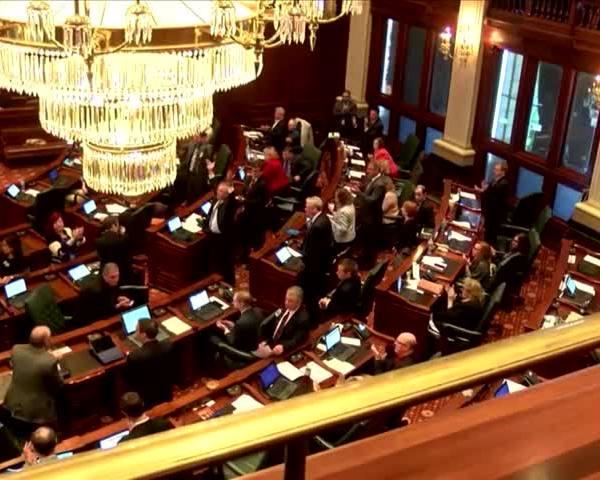 IL Budget Impasse continues_66088734