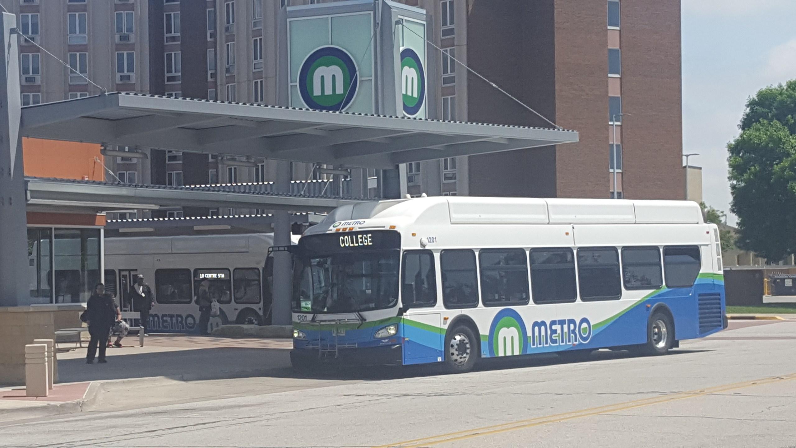 Metro bus in Rock Island on May 25, 2017
