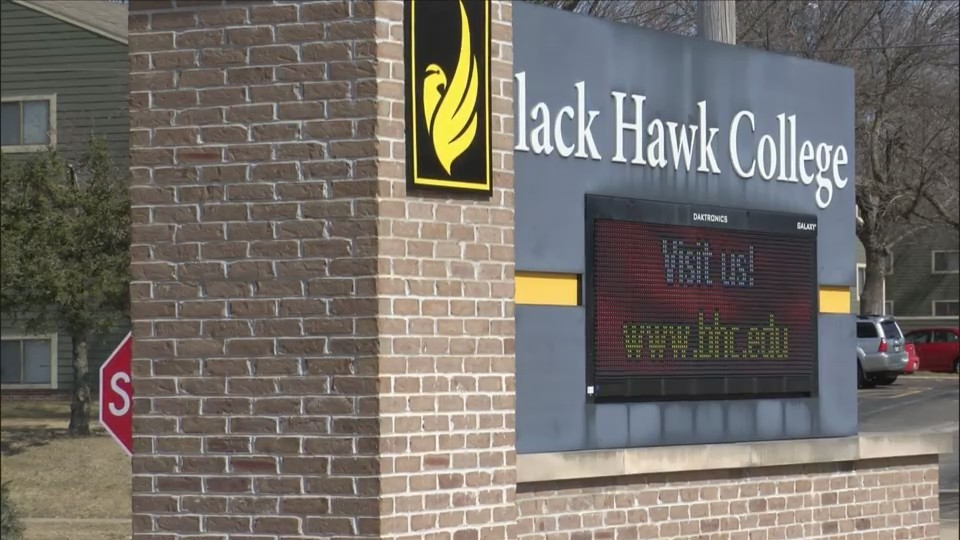 Black_Hawk_College_Union_wants_a_deal_0_20180314014947