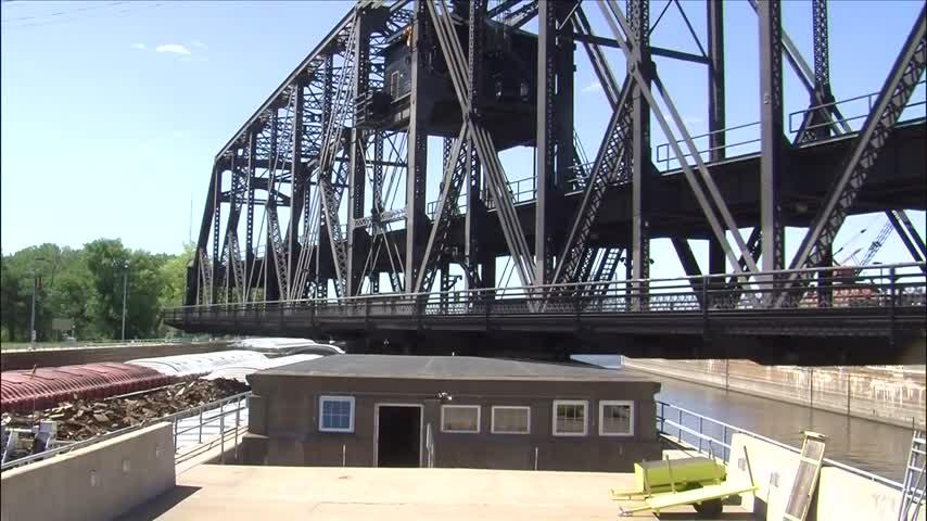 Government Bridge closed to vehicles_79449071