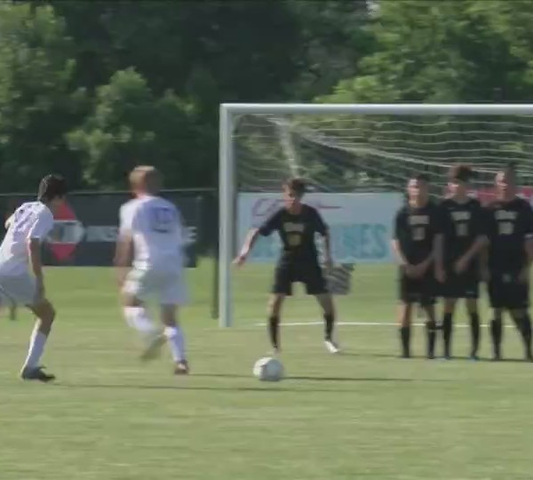 Bettendorf soccer falls to Waukee in state title game