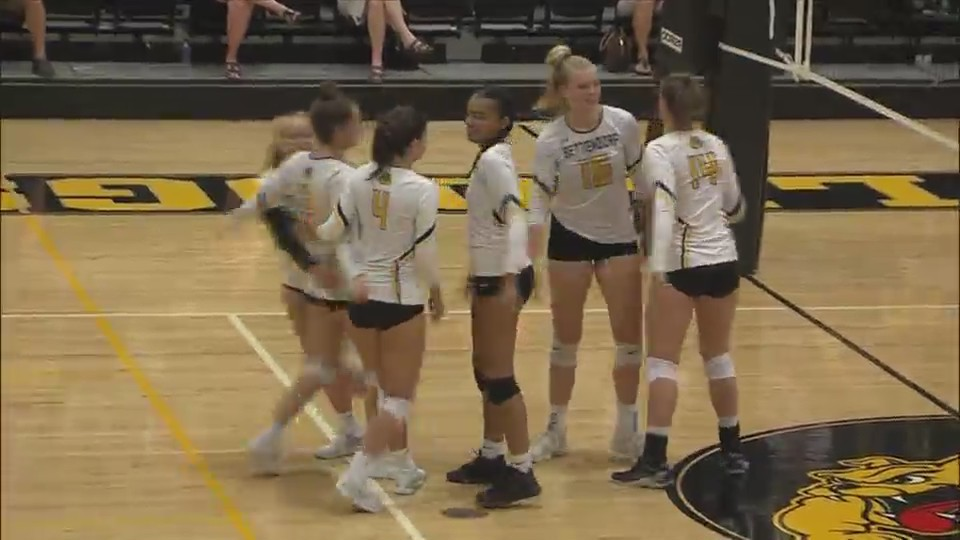 Bettendorf Volleyball wins 3-0