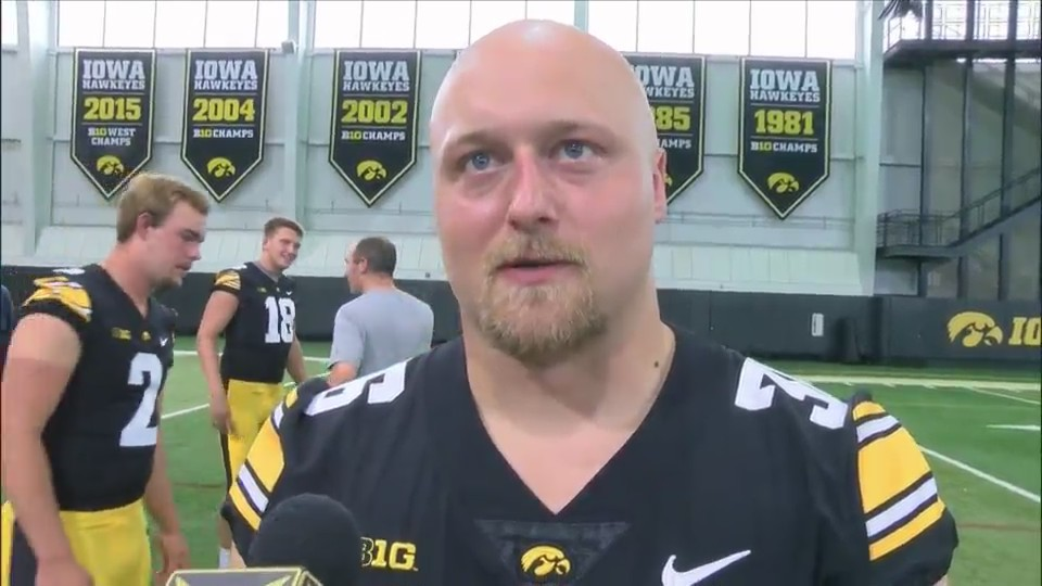 Hawkeyes' Ross filling Bo Bower's shoes