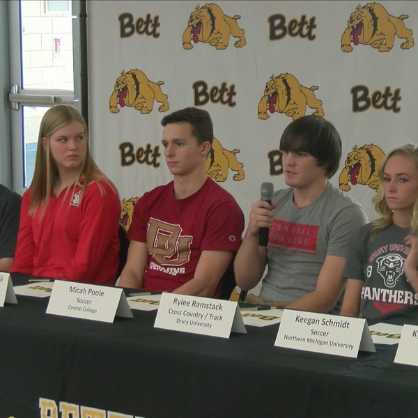 Bettendorf, Pleasant Valley athletes sign on to college programs