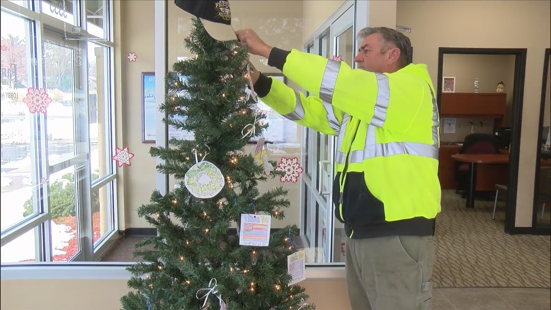 Christmas Helping Homeless.Christmas Tree With A Mission To Help Homeless Veterans