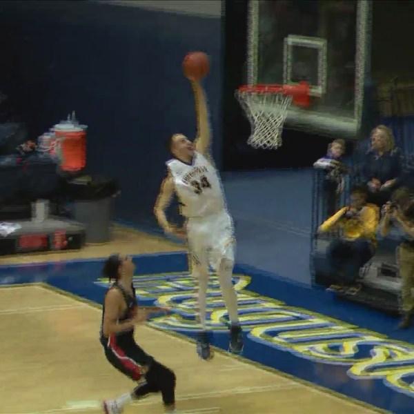Augustana men's basketball beats Carthage