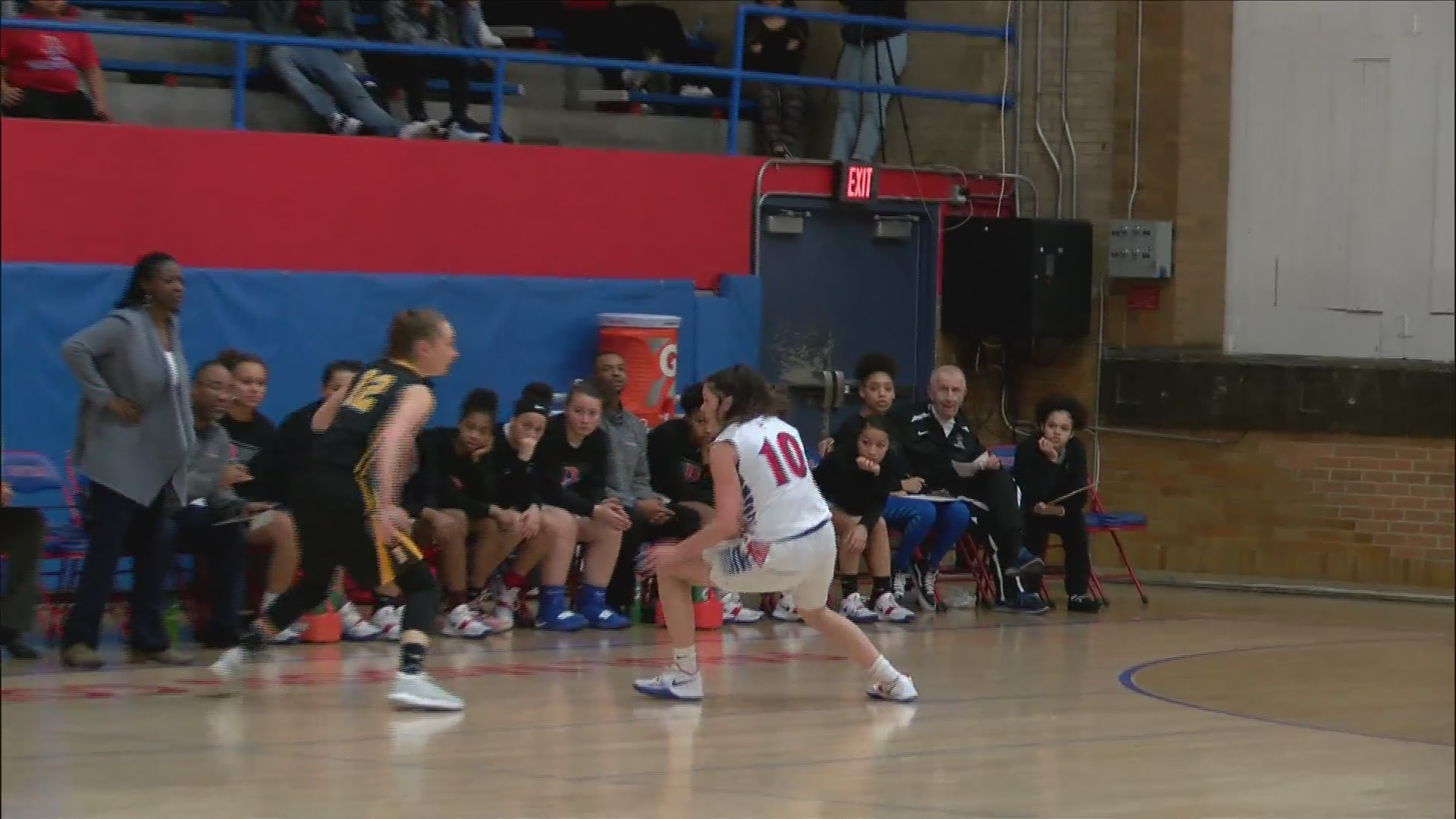 Bettendorf girls basketball tops Central