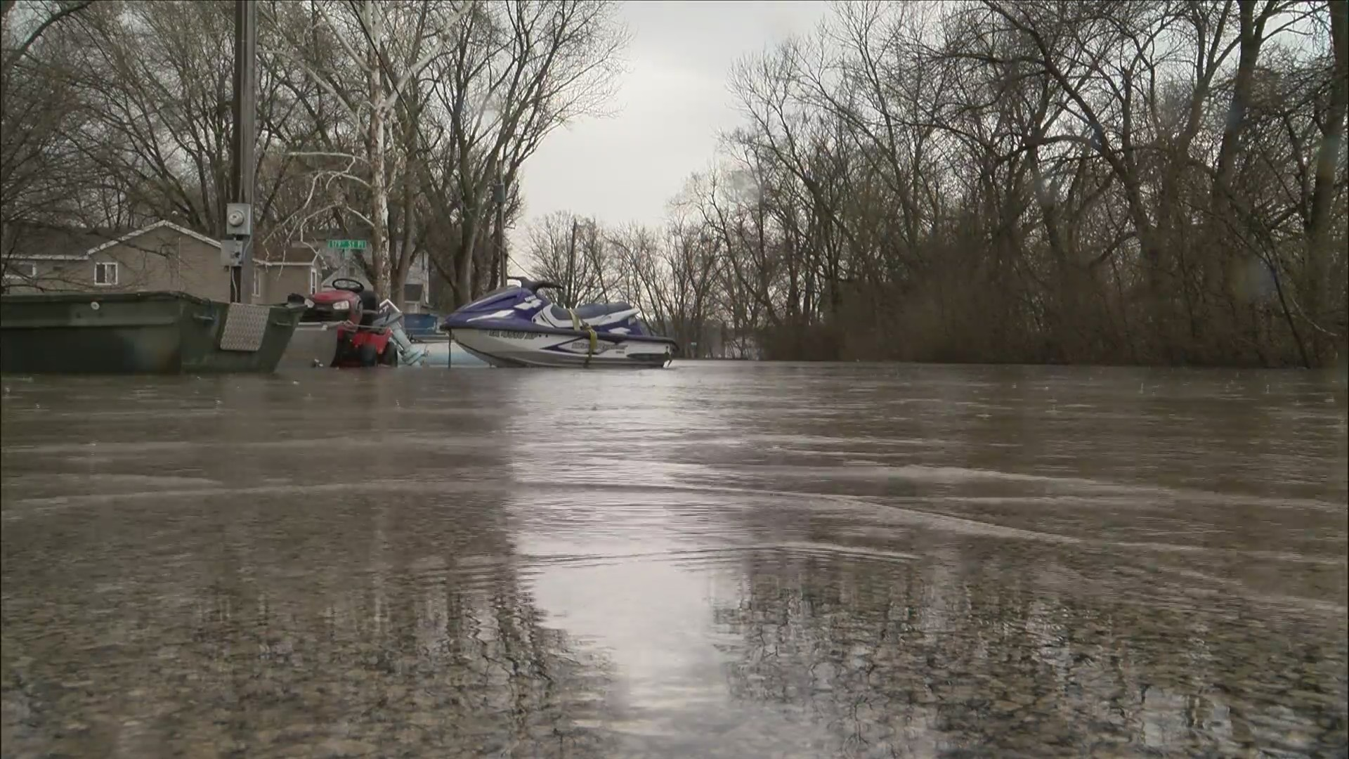 Red Cross volunteers helping Pleasant Valley residents still without drinking water