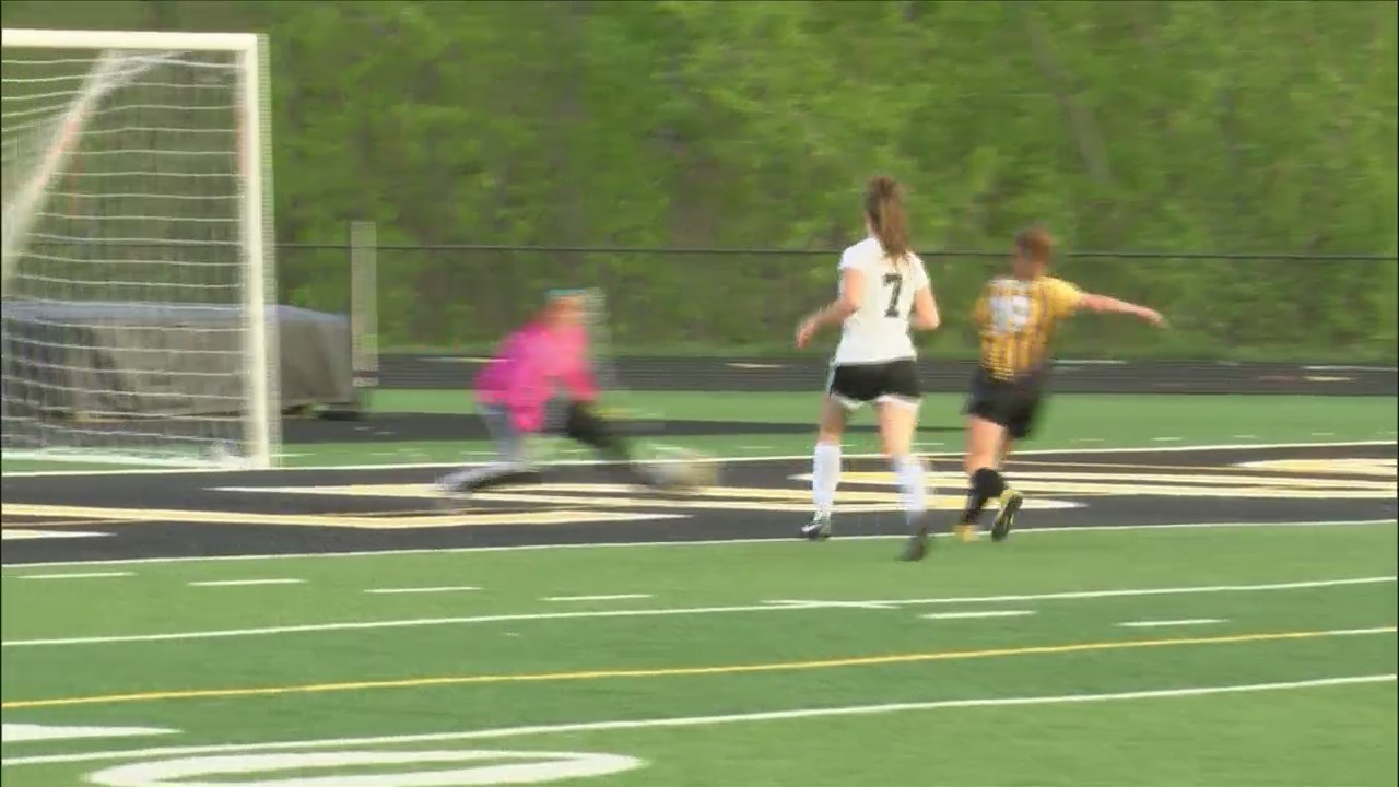 Bettendorf girls soccer defeats Clinton 4-0