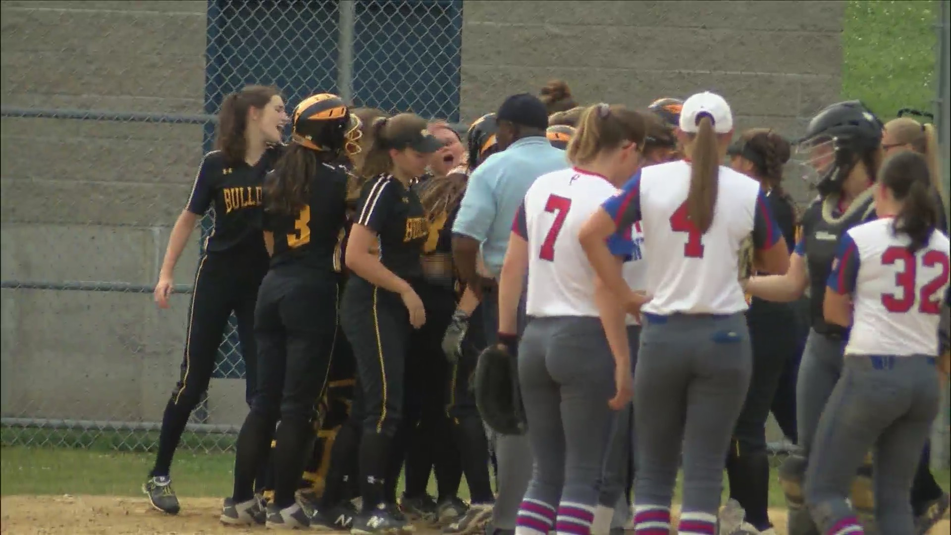 Bettendorf Softball wins 2 at Central.