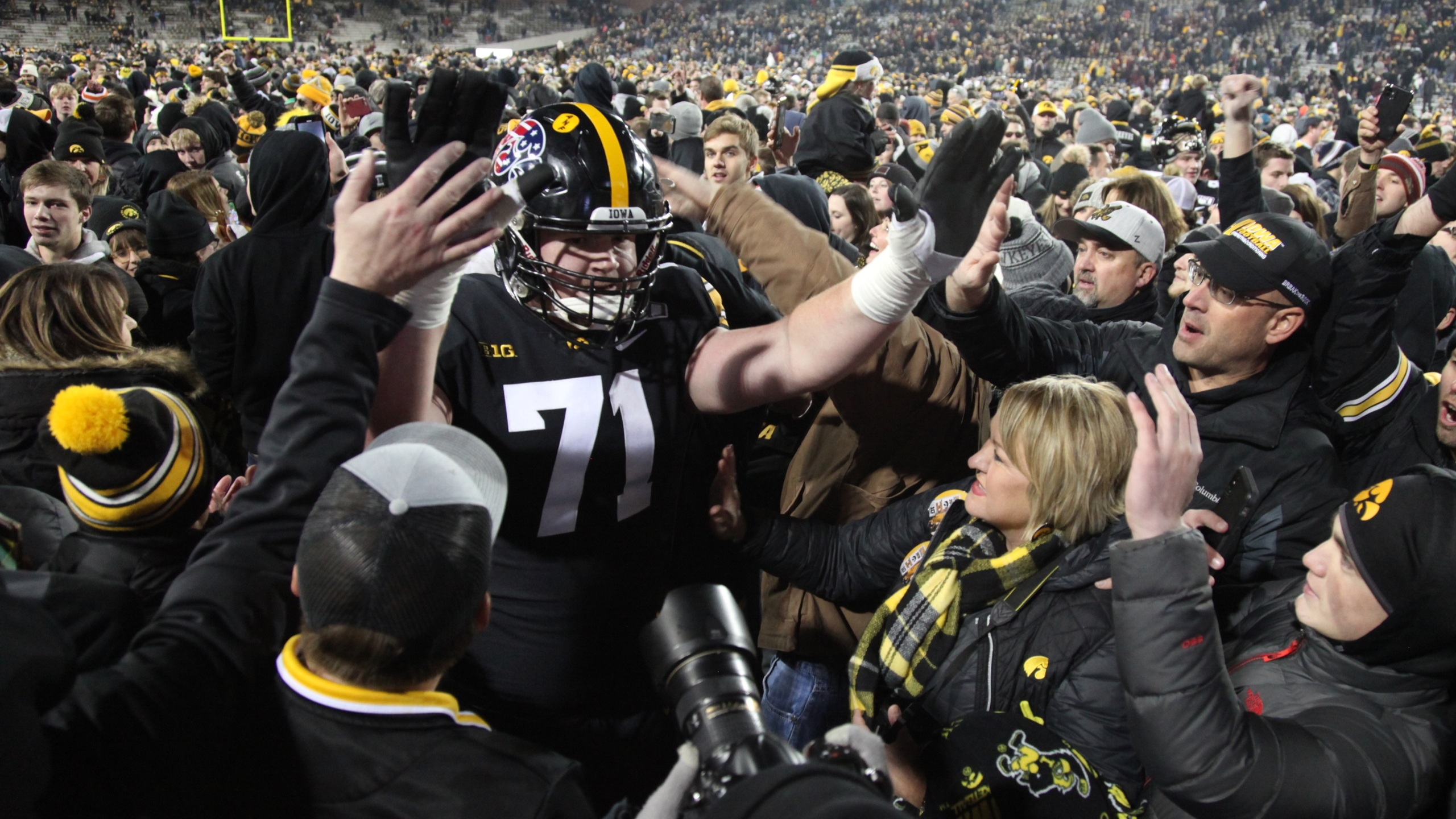 Photos And Postgame Hawkeyes 23 Minnesota 19 Ourquadcities