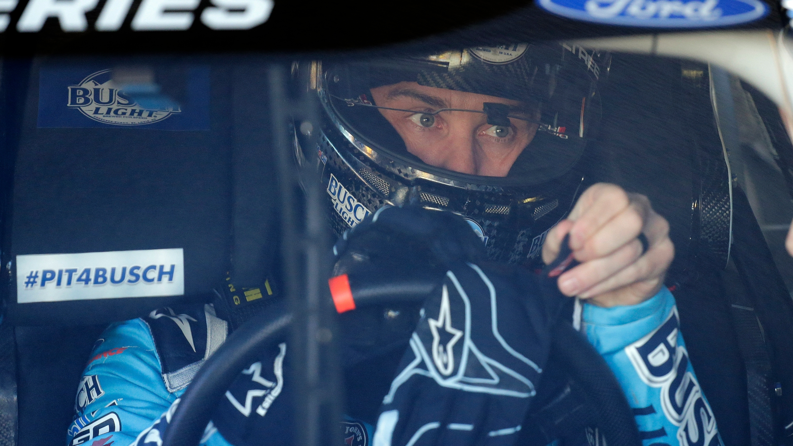 2014 Nascar Champion Harvick Signs 2 Year Extension With Shr