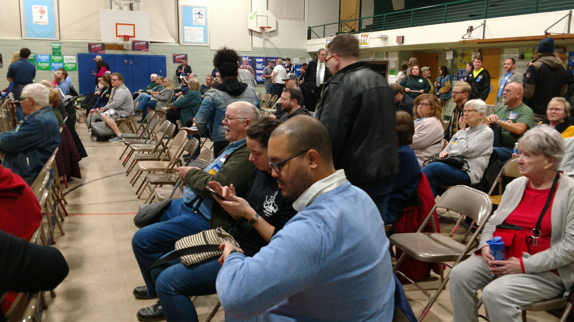 Democratic voters get ready to caucus at Adams Elementary School in Davenport, Iowa on January 3, 2020. (ourquadcities.com)