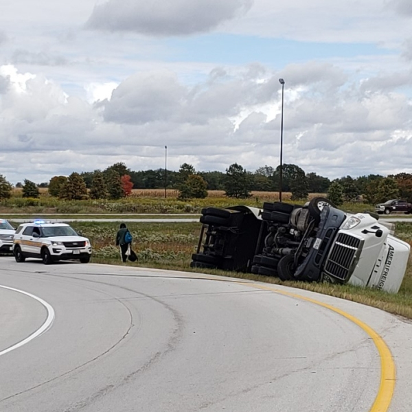 A semi rollover occurred at the I-280/I-80 interchange in Illinois on September 28, 2020 (photo: Bryan Bobb, OurQuadCities.com).