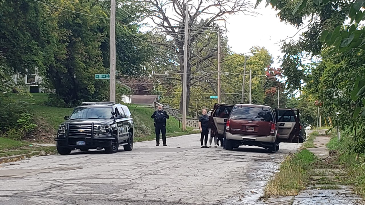 Davenport Police investigate a shooting in the 1000 block of Scott Street on October 1, 2020 (photo: Bryan Bobb, OurQuadCities.com).